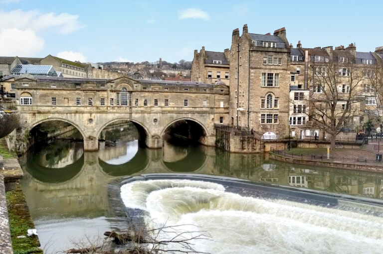 Pulteney Bridge with its landmark weir in front
